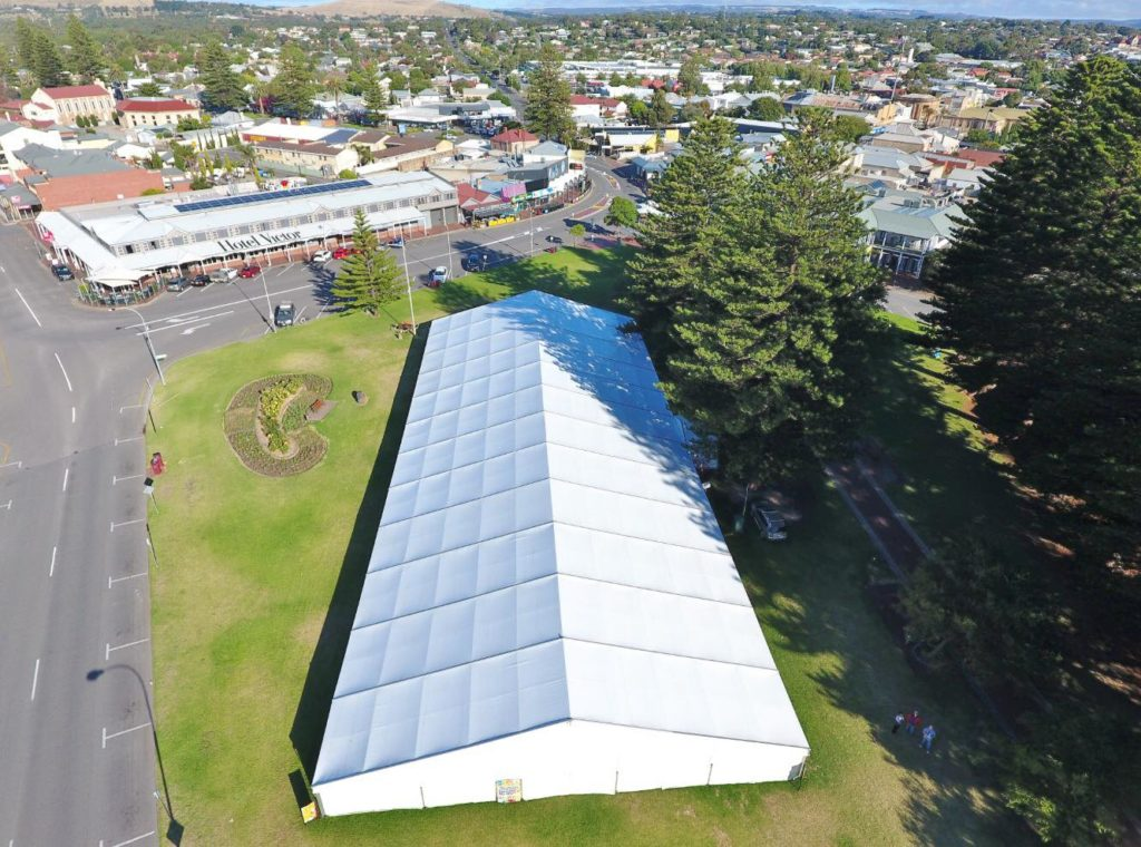solid-white-vinyl-roof-pavilions-20-metre-wide-by-60m-in-length-at-victor-harbor-for-the-art-show