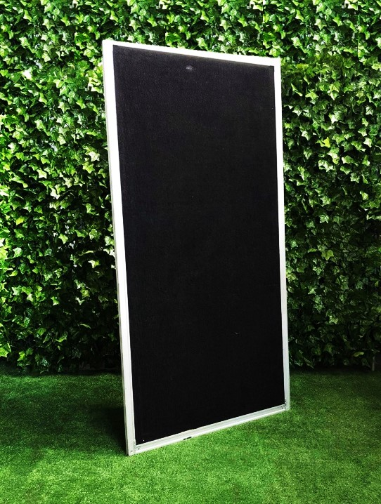 Freestanding-display-screen-walling-fencing-barrier-exhibition-black-screening-with-legs