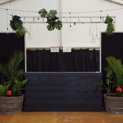 2018-Balaklava-Races-Black-Pallet-Bar-with-Display-Screens-and-water-feature-hire-products