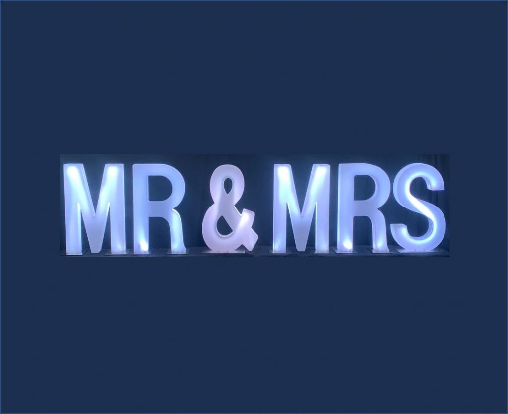 LED_Letters_with_white_light_that_spell_out_Mr_&_Mrs